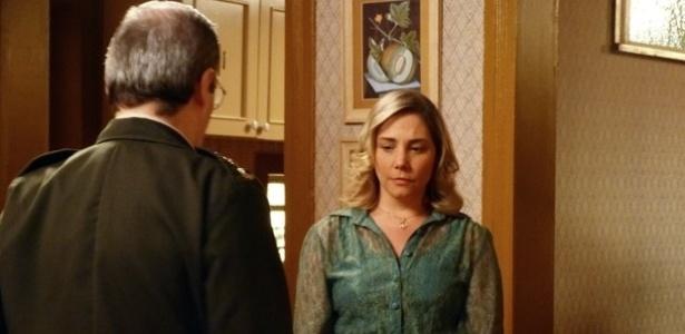 """Em """"Boogie Oogie"""", Beatriz se arruma para Elísio e ele a humilha: """"Parece que vai em casamento"""""""