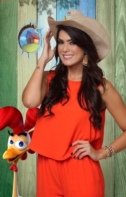 14.set.2014 - A Miss Brasil 2010 Débora Lyra na estreia de