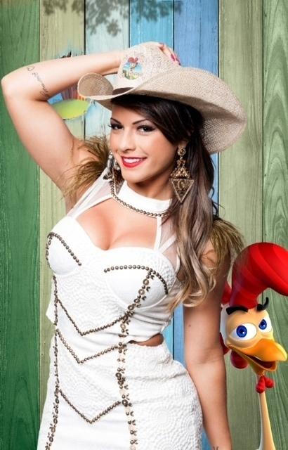 14.set.2014 - A ex-panicat Babi Rossi na estreia de