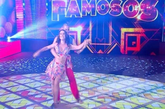 """14.set.2014 - Lucélia Santos e Renato Zóia dançam """"Me Chama Que Eu Vou"""" de Sidney Magal na """"Dança dos Famosos"""" durante a repescagem da lambada"""
