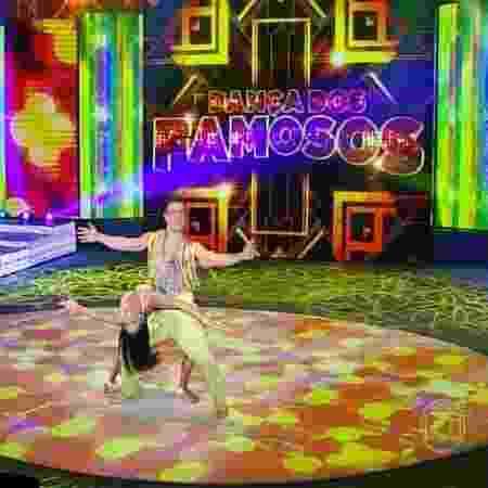 """Tainá Grando e Anderson Di Rizzi dançam """"Adocica"""": """"Lua luanda encanta"""" - Reprodução/TV Globo"""