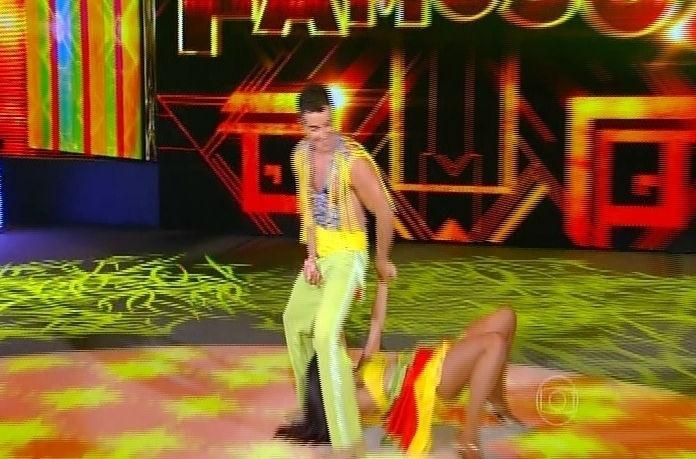 """14.set.2014 - Tainá Grando e Anderson Di Rizzi dançam """"Adocica"""" de Beto Barbosa na """"Dança dos Famosos"""" durante a repescagem da lambada"""