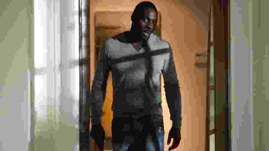 """Idris Elba em cena do filme """"No Good Deed"""" - Divulgação"""