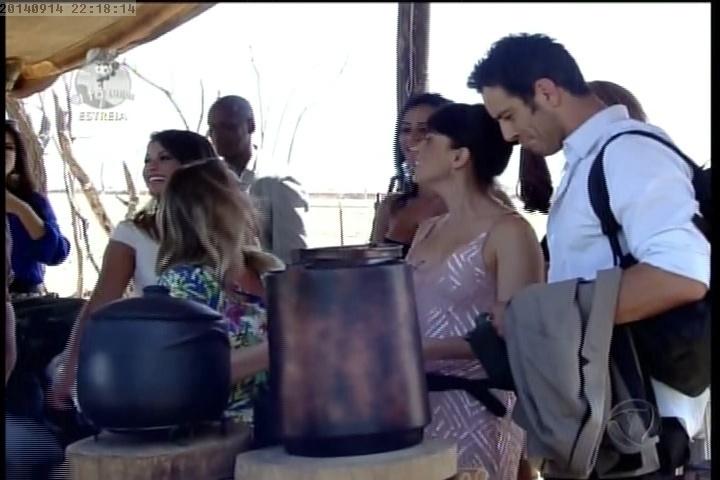 """14.set.2014 -Novos participantes de """"A Fazenda 7"""" em acampamento"""