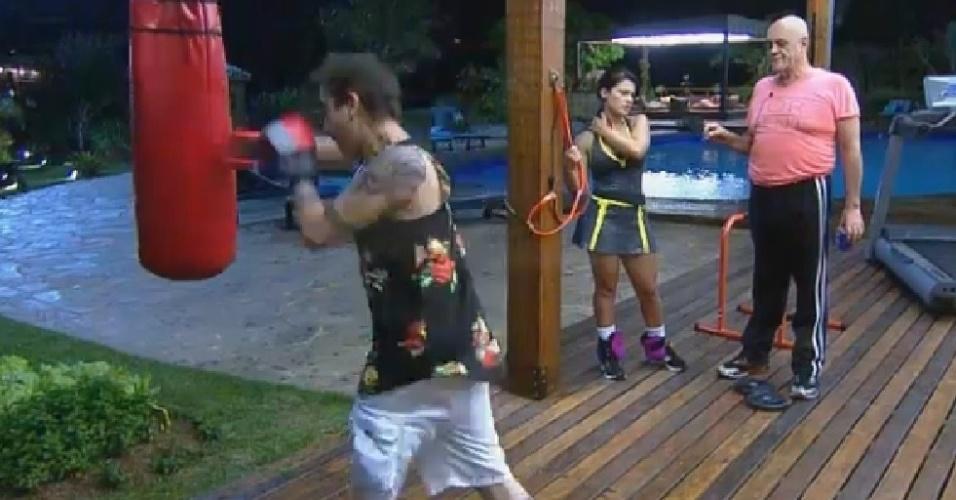 15.ago,2014 - DH pratica boxe na academira de