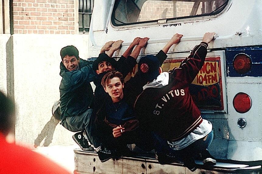 """Cena do filme """"O diário de um adolescente"""", com Mark Wahlberg e Leonardo DiCaprio"""