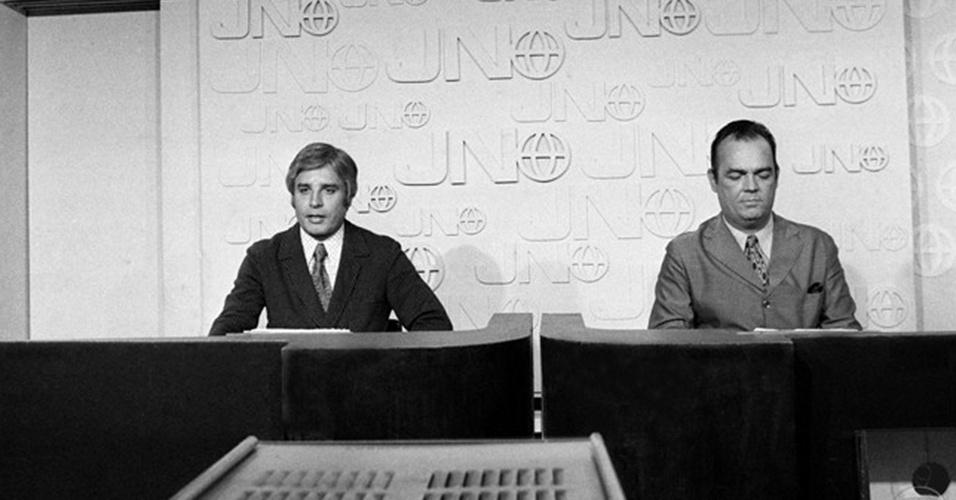 """Cid Moreira e Hilton Gomes foram a primeira dupla a apresentar o """"Jornal Nacional"""", que estreou em 1969"""