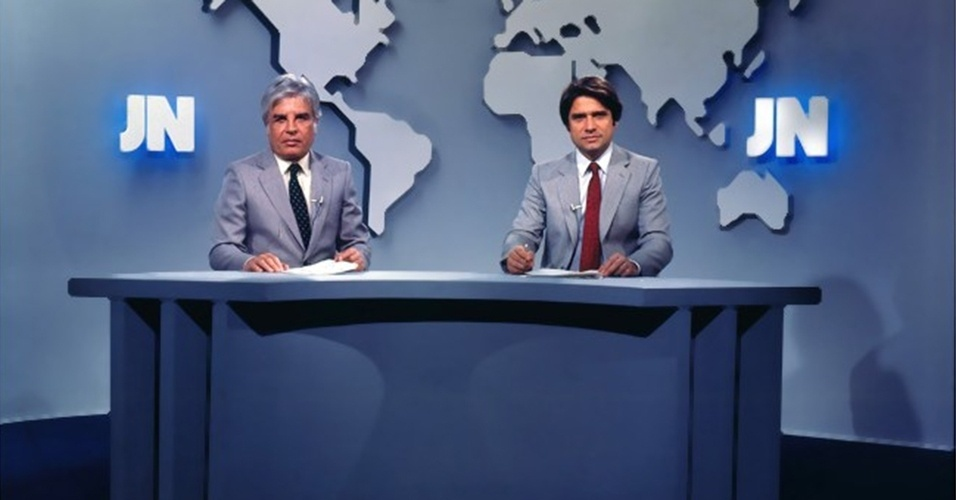"""Cid Moreira e Sérgio Chapelin em foto do """"Jornal Nacional"""" na década de 1980"""