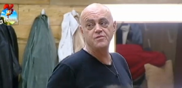 """Oscar Maroni em conversa no quarto da """"Fazenda 7"""""""