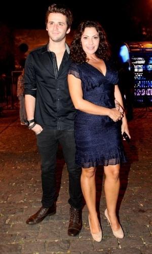 15.set.2014 - A atriz Fabíula Nascimento vai com o namorado, o ator Gil Coelho, no aniversário do produtor Sandro Chaim. O casal está junto há dois meses