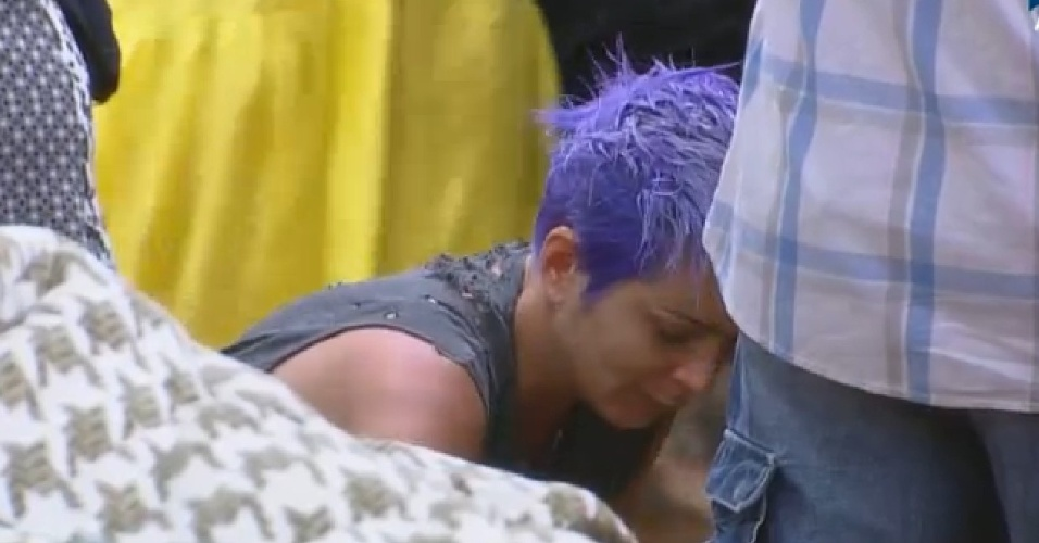 16-09-2014: Bruna Tang pergunta sobre homossexualidade de Rick Martin para Roy Rosseló