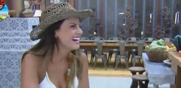 "Babi Rossi confessa que tem dificuldades com a língua portuguesa em ""A Fazenda 7"""