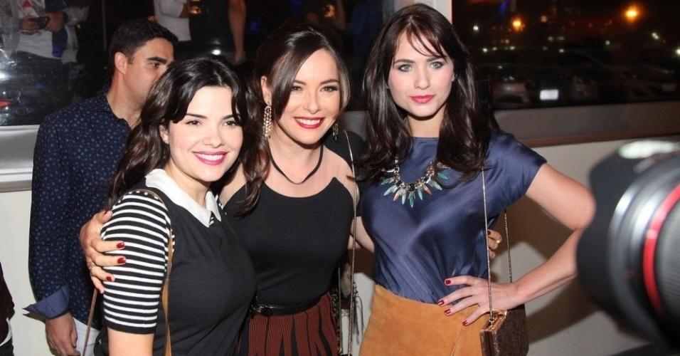 16.set.2014 - Vanessa Giácomo, Regiane Alves e Luiza Valdetaro posam juntas na pré-estreia do filme