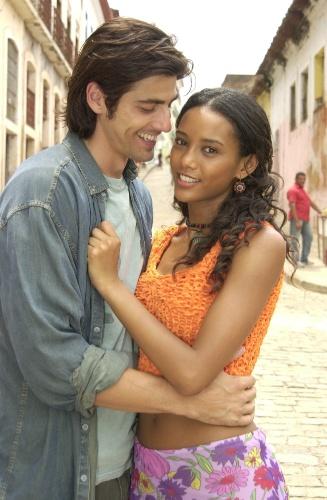 """2004 - Em """"Da Cor do Pecado"""", Taís Araújo interpretou a protagonista chamada Preta. Filha de uma vendedora ambulante conhece Paco (Reynaldo Gianecchini) durante uma viagem do biólogo a São Luís do Maranhão e os dois se apaixonam"""