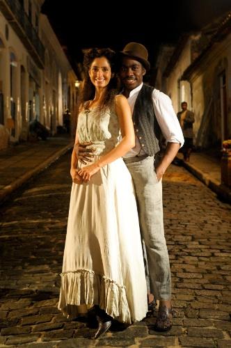 """2012 - Em """"Lado a Lado"""", Camila Pitanga e Lázaro Ramos interpretaram o casal Isabel e Zé Maria"""