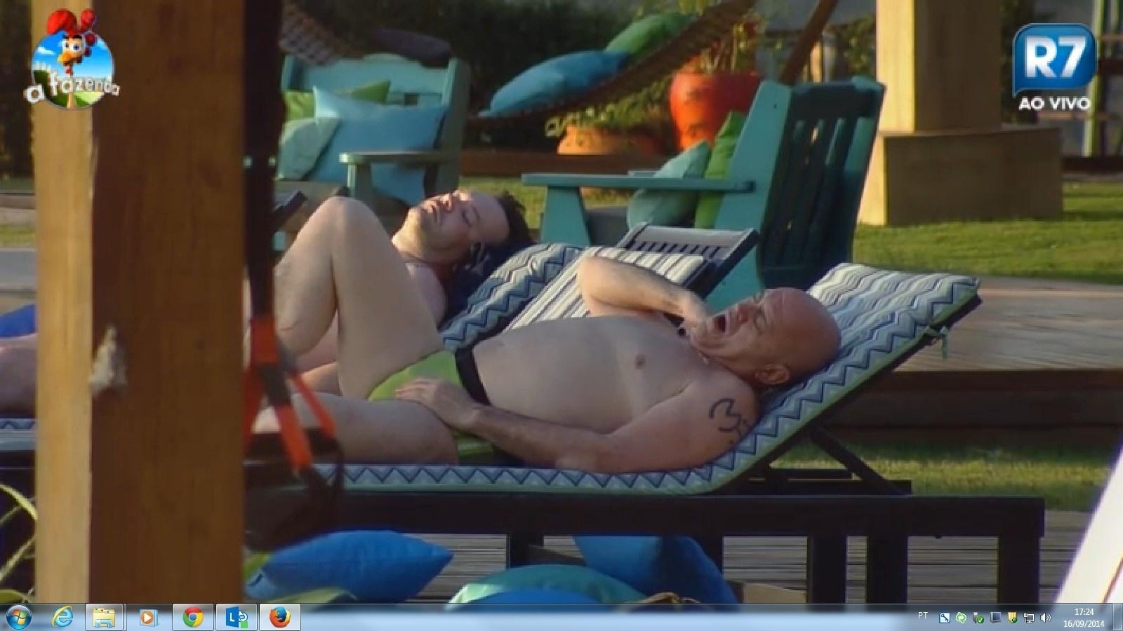 16-09-2014 Oscar Maroni tomando sol