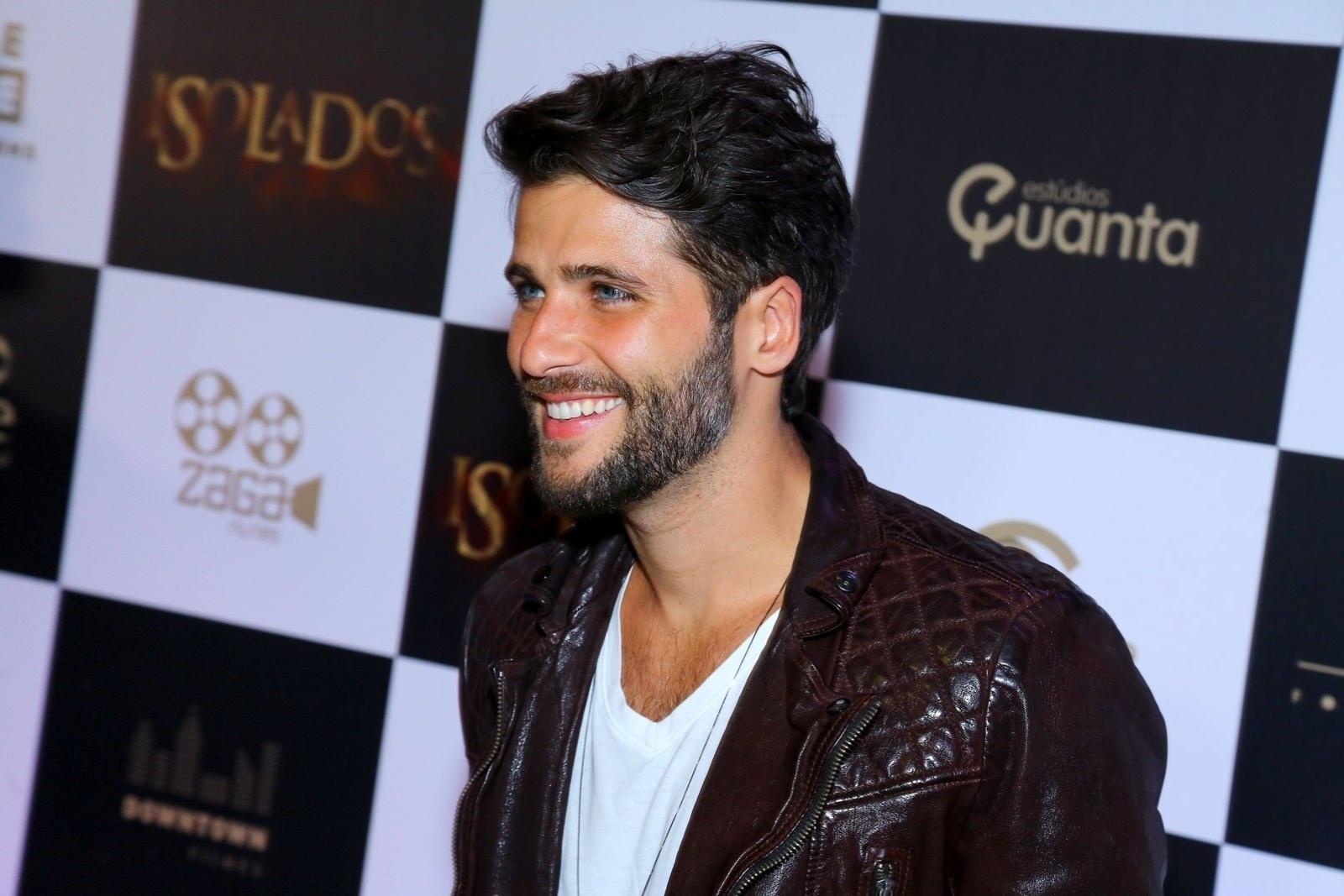 16.set.2014 - Protagonista do novo longa metragem, Bruno Gagliasso é fotografado no tapete vermelho da pré-estreia do filme