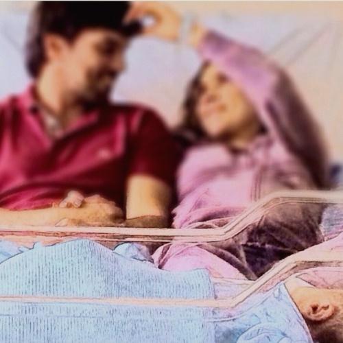 17.set.2014 - Três dias após dar à luz, Patricia Abravanel publica foto ao lado do filho e do noivo