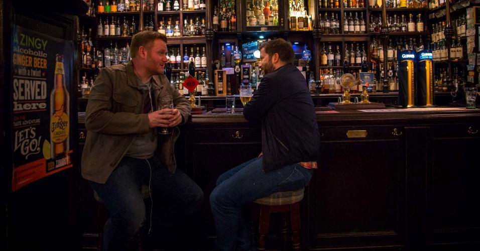 Às sextas, depois do trabalho, muita gente em Glasgow vai para o pub para tomar uma cerveja ou uma dose de uísque. Se quiser se juntar a eles uma boa pedida é o Pot Still, verdadeira instituição que data de 1857 e conhecida pelo alto astral, o longo balcão de madeira e os detalhes em art déco