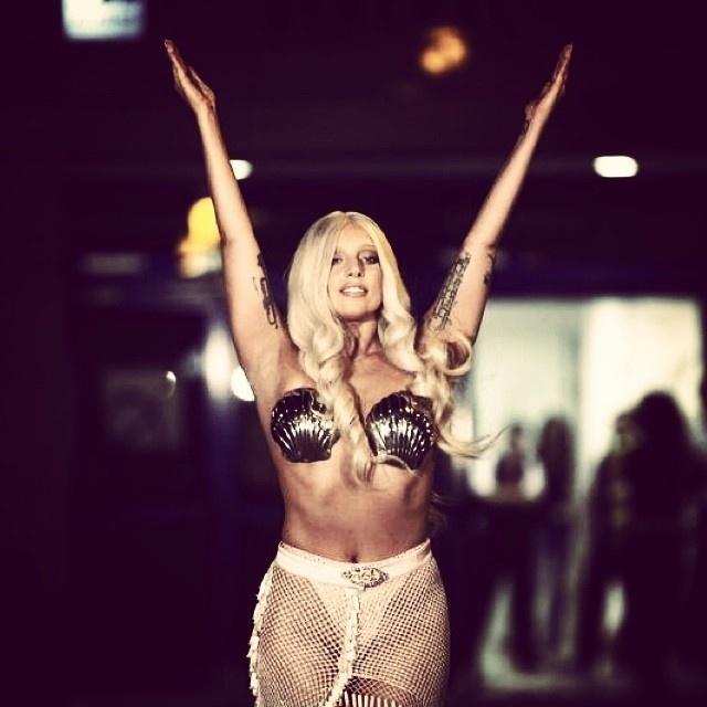 17.set.2014 - Lady Gaga em Atenas