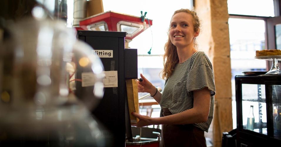 Na Coffee, Chocolate and Tea, em Glasgow, um torrefador Samiac vermelho é a fonte do excelente blend servido na casa, assim como a máquina de 1960 que prepara ótimos expressos e rendem até fila. Há também 40 tipos de chás, croissants frescos e chocolates caseiros