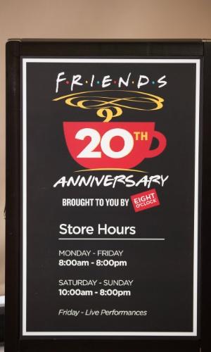 Set.2014 - A Eight O'Clock vai servir café gratuitamente para os visitantes da réplica do Central Perk, montada em parceria com a Warner Bros.