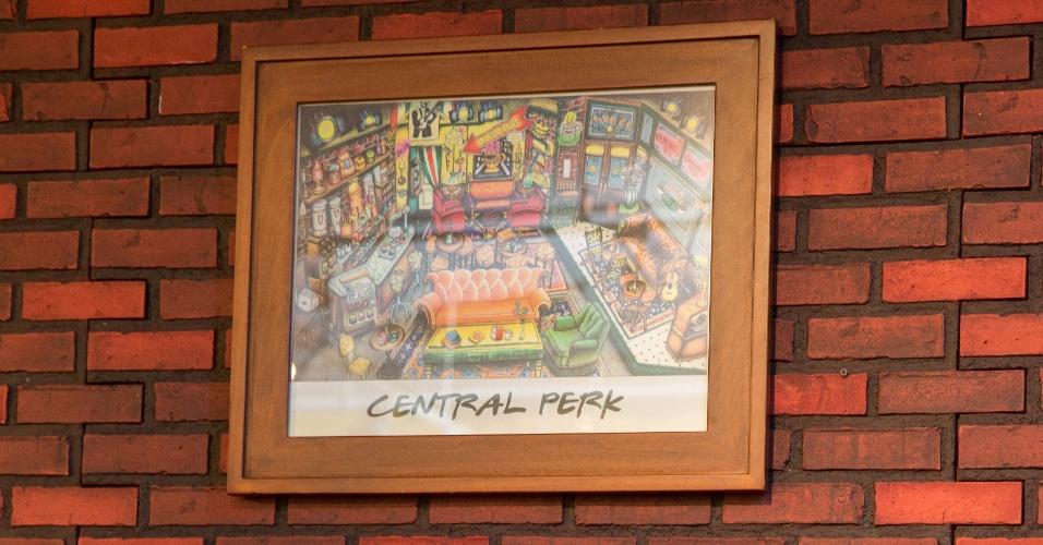 Set.2014 - A réplica do café, em Nova York, reproduz detalhes do Central Perk exibido no seriado, que ficou no ar por dez temporadas de sucesso. Os quadros, o sofá laranja, as mesinhas perto da porta e a máquina dourada de café enfeitam o local