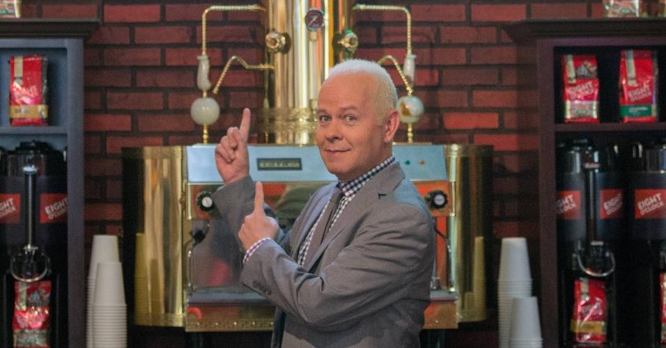 """Set.2014 - Como nos velhos tempos, James Michael Tyler, o intérprete de Gunther, da série """"Friends"""", ocupa o espaço atrás do balcão do Central Perk. Nova York acaba de inaugurar uma réplica do café fictício para comemorar os 20 anos de sucesso do seriado, que ficou no ar por dez temporadas"""
