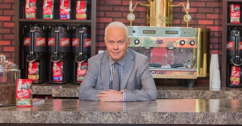 Set.2014 - James Michael Tyler conversou com o UOL e disse que o café mostra exatamente as cores que o seriado exibia nos anos 90. Mas uma coisa é inédita: o cheiro do café. No estúdio da Warner Bros, que produziu a série, a máquina de café não funcionava de verdade