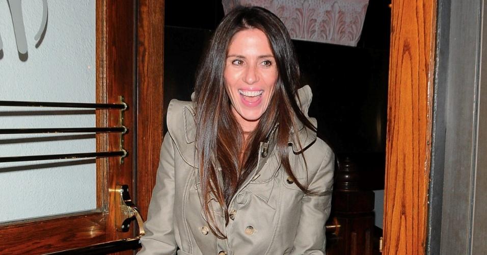 Soleil é flagrada deixando restaurante após jantar em 2009
