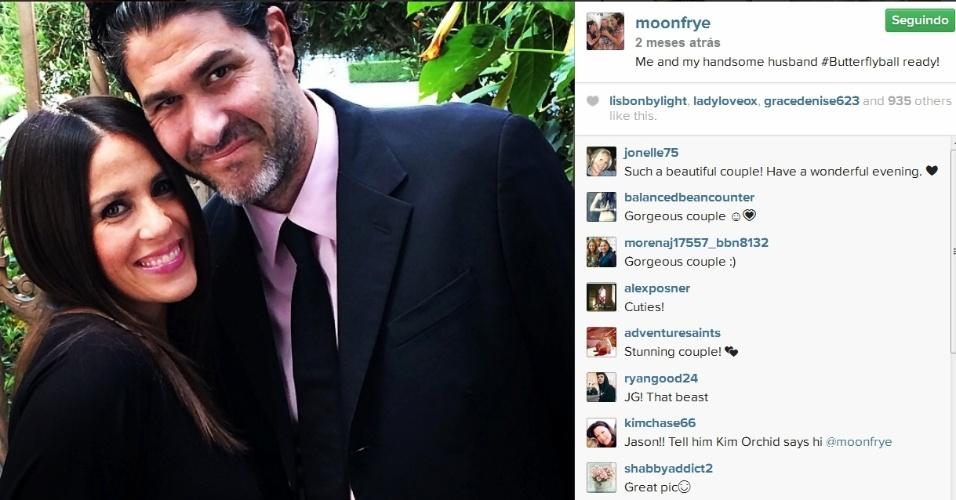 """Soleil Moon Frye e o marido, o produtor e ator de TV Jason Goldberg, com quem está casada desde 2008: """"Eu e meu marido bonito"""", escreveu a atriz"""