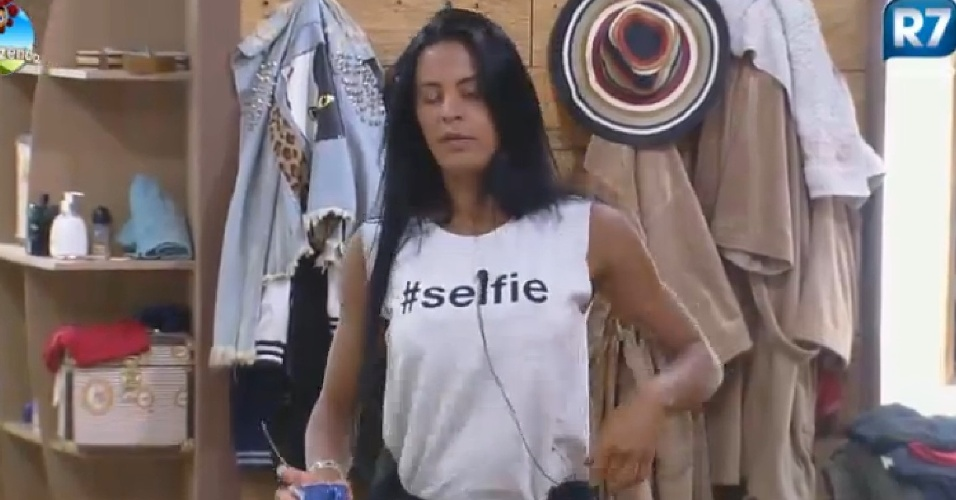 18-09-2014 Lorena Bueri chama Heloísa Faissol de falsa