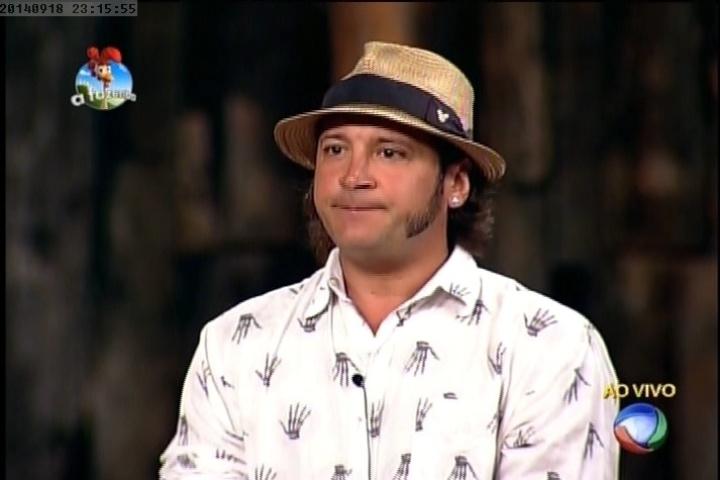 18.set.2014 - Roy Rosseló escolhe Babi Rossi para ser eliminada da primeira prova do fazendeiro