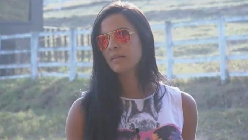 Lorena Bueri conversa com Cristina Mortágua no celeiro de