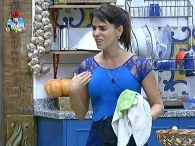 18.ago.2014 - Heloisa Faissol tem discussão com Lorena Bueri por causa de leite condensado em