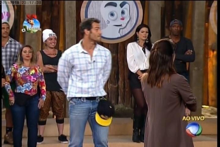 18.set.2014 - Diego Cristo e Heloísa Faissol na primeira prova do fazendeiro de