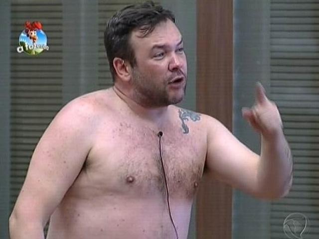 18.set.2014 - Felipeh Campos se irrita com Oscar Maroni em