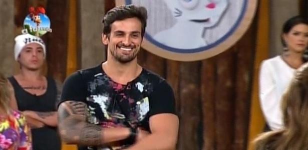 """O cantor Léo Rodriguez é alvo de críticas de Pepê e Neném em """"A Fazenda 7"""""""
