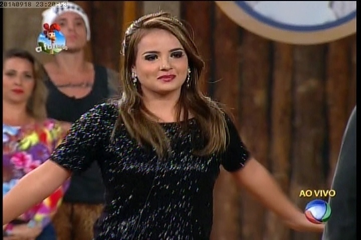 18.set.2014 - MC Bruninha escolhe Leo Rodriguez para deixar a disputa pelo cargo de fazendeiro