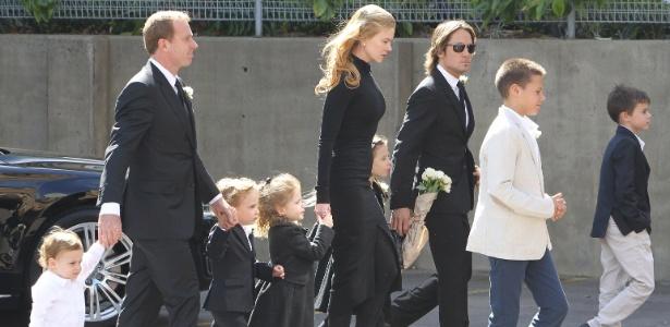 Nicole Kidman chega para o velório de seu pai, Antony, acompanhada do marido Keith Urban, das filhas Sunday e Faith, do cunhado Craig Marran e de seus sobrinhos. A cerimônia aconteceu em Sidney, na Austrália