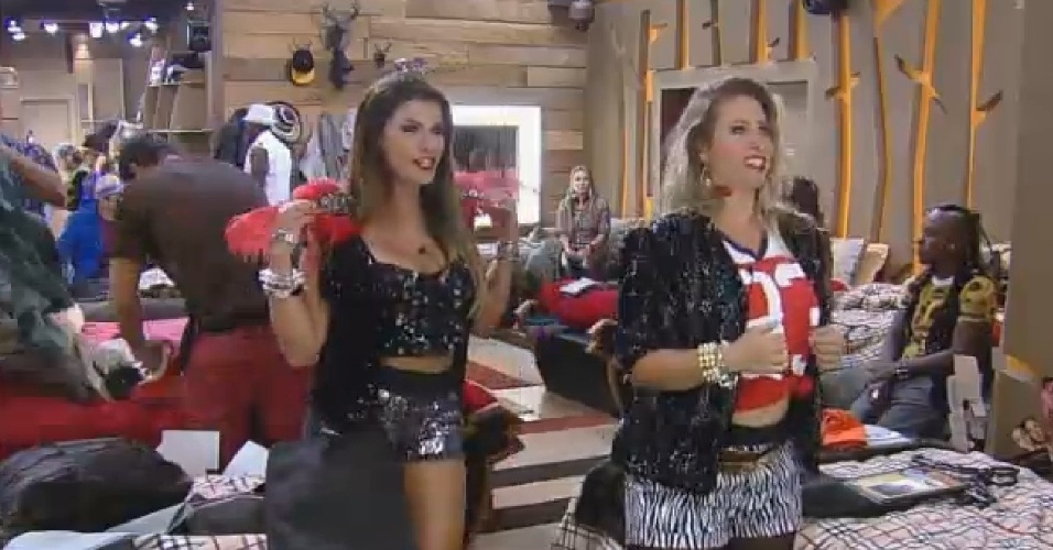 19.set.2014- Babi Rossi e Andréia Sorvetão se arrumando para a primeira festa de