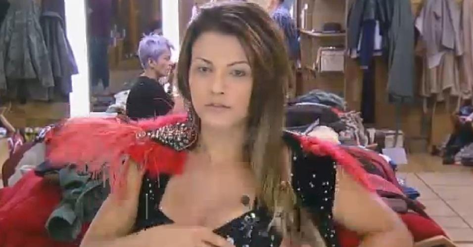 19.set.2014 Babi Rossi troca de roupa para festa de