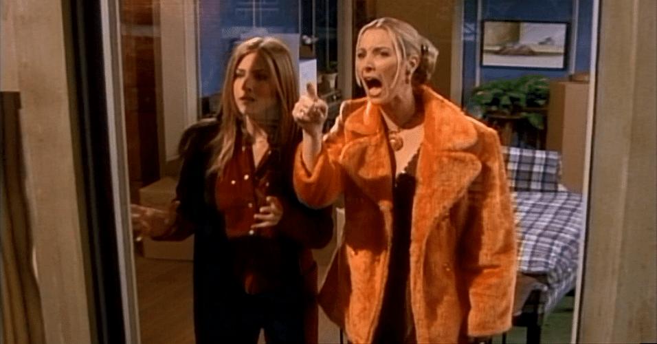 """20 anos de """"Friends"""": Rachel e Phoebe no episódio """"The One Where Everybody Founds Out"""""""
