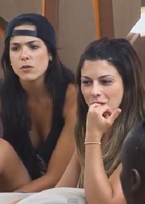 A ex-panicat Babi Rossi diz ter sina para gays em conversa com Pepê e Neném