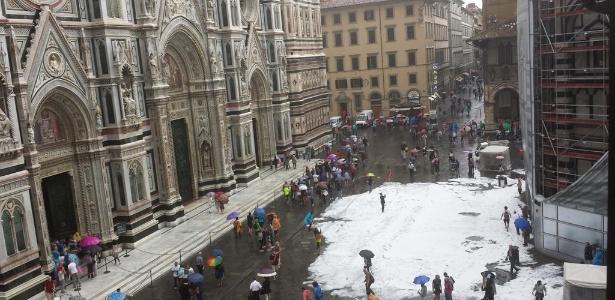 Chuva de granizo atingiu monumentos da cidade de Florença; na foto a catedral da cidade - Reprodução/Twitter