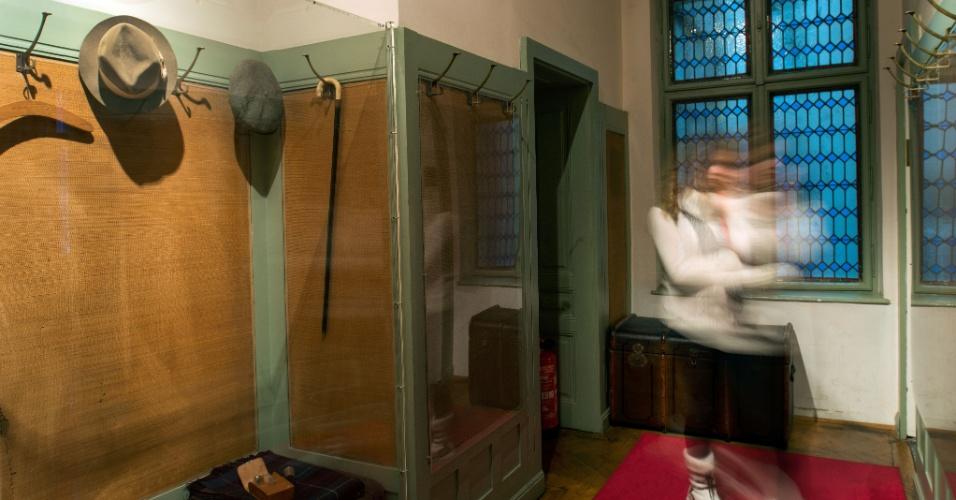 O museu de Viena dedicado a Freud exibe uma bengala e o chapéu do pai da psicanálise, protegidos por vidro desde os anos 70, quando o chapéu foi roubado, temporariamente, por um fã cleptomaníaco