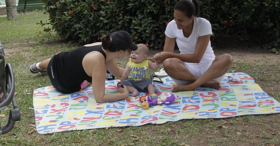 20.set.2014 - João Gabriel vai completar cinco meses no próximo dia 26 e mostrou ser um menino bem alegre