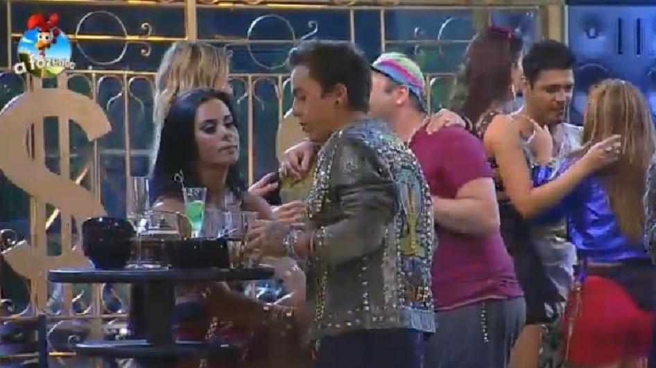 20.set.2014 - Peões se divertem na primeira festa de