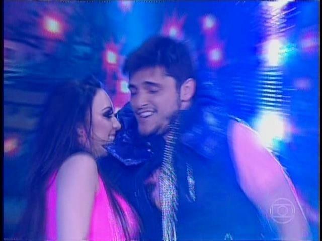 21.set.2014- Bruno ainda tentou ousar na sensualidade para agradar o jurado em sua performance com a parceira Gabrielle Cardoso
