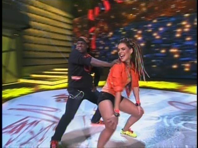 21.set. 2014- Paloma Bernardi mostrou muita sensualidade ao som do funk. A atriz foi bastante elogiada pela perfomance